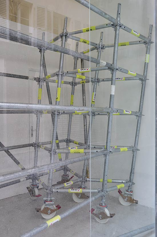 Amina Menia, Sans Titre, 2008. Installation, standard professional scaffoldings, variable size. Courtesy the artist and Galerie Anne de Villepoix.