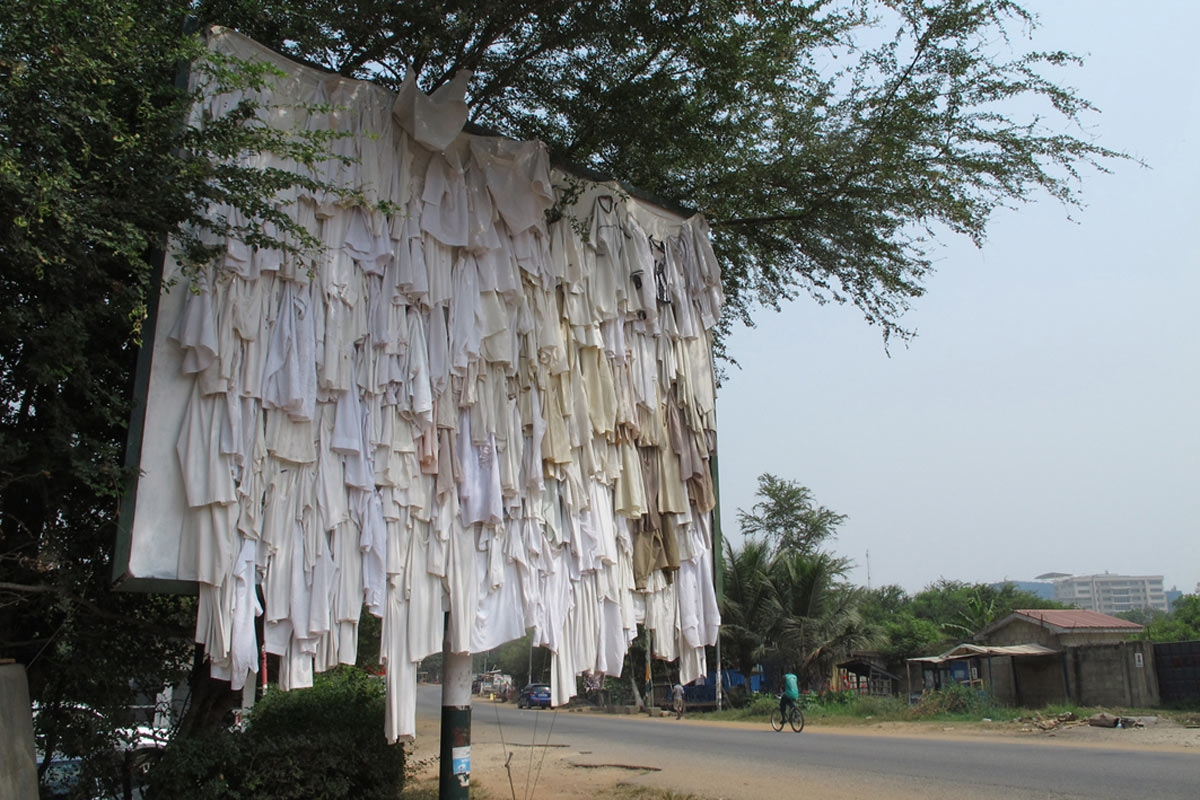 © Zohra Opoku, WHO IS WEARING MY T-SHIRT, THE BILLBOARD PROJECT, Accra, Ghana, 2014 – 2015. Courtesy of the artist and ANO.