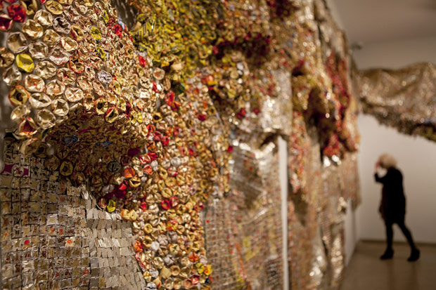 El Anatsui. Gravity and Grace, Monumental Works by El Anatsui (installation view), 2013. Courtesy of the artist and Jack Shainman Gallery, New York.