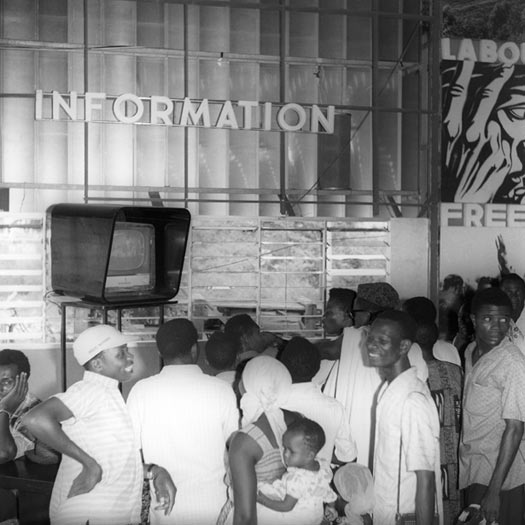 © J.D. 'Okhai Ojeikere. WNTV Community Viewing Centre, Ejigbo, 1962. Courtesy of the artist and Museum Folkwang, Essen.